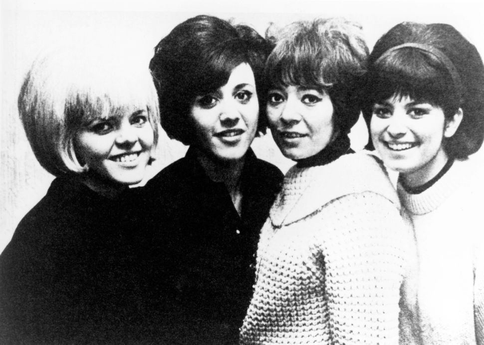 A promo shot of Goldie and the Gingerbreads, which functioned from 1962 to 1967, consisting of three instrumentalists and a s