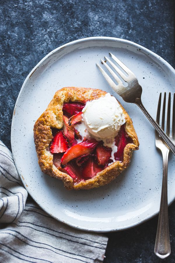 """<strong>Get the <a href=""""http://bojongourmet.com/2016/04/strawberry-rhubarb-rose-galettes-gluten-free/#_a5y_p=5325585"""" target"""