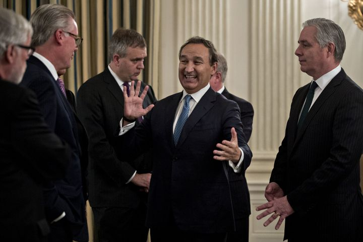United CEO Oscar Munoz apologized this week after one of his passengers was dragged from his seat on a flight from Chicago to