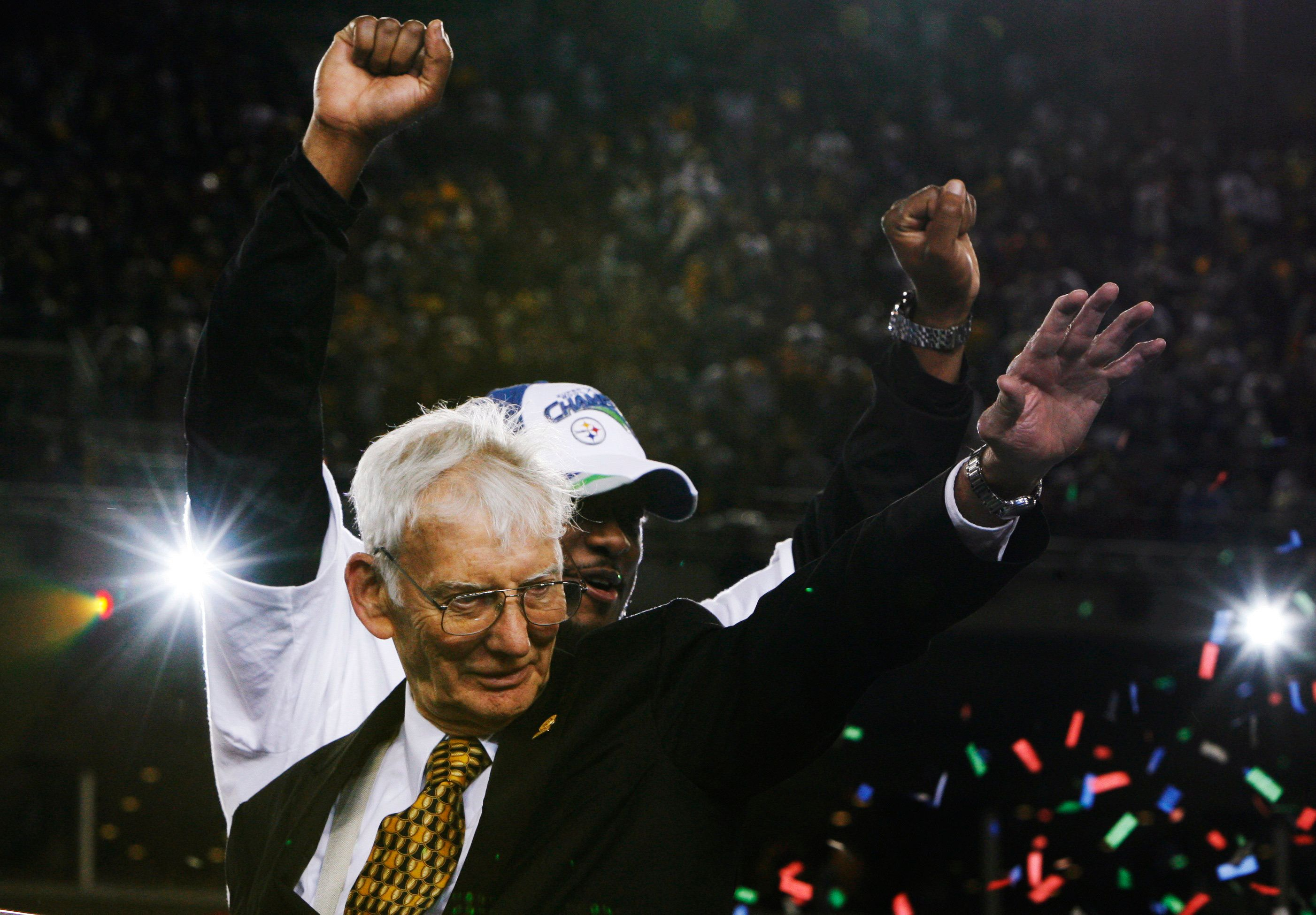 Pittsburgh Steelers owner Dan Rooney and coach Mike Tomlin (back) celebrate after their team defeated the Arizona Cardinals to win NFL's Super Bowl XLIII football game in Tampa, Florida February 1, 2009.     REUTERS/Jeff Haynes (UNITED STATES)