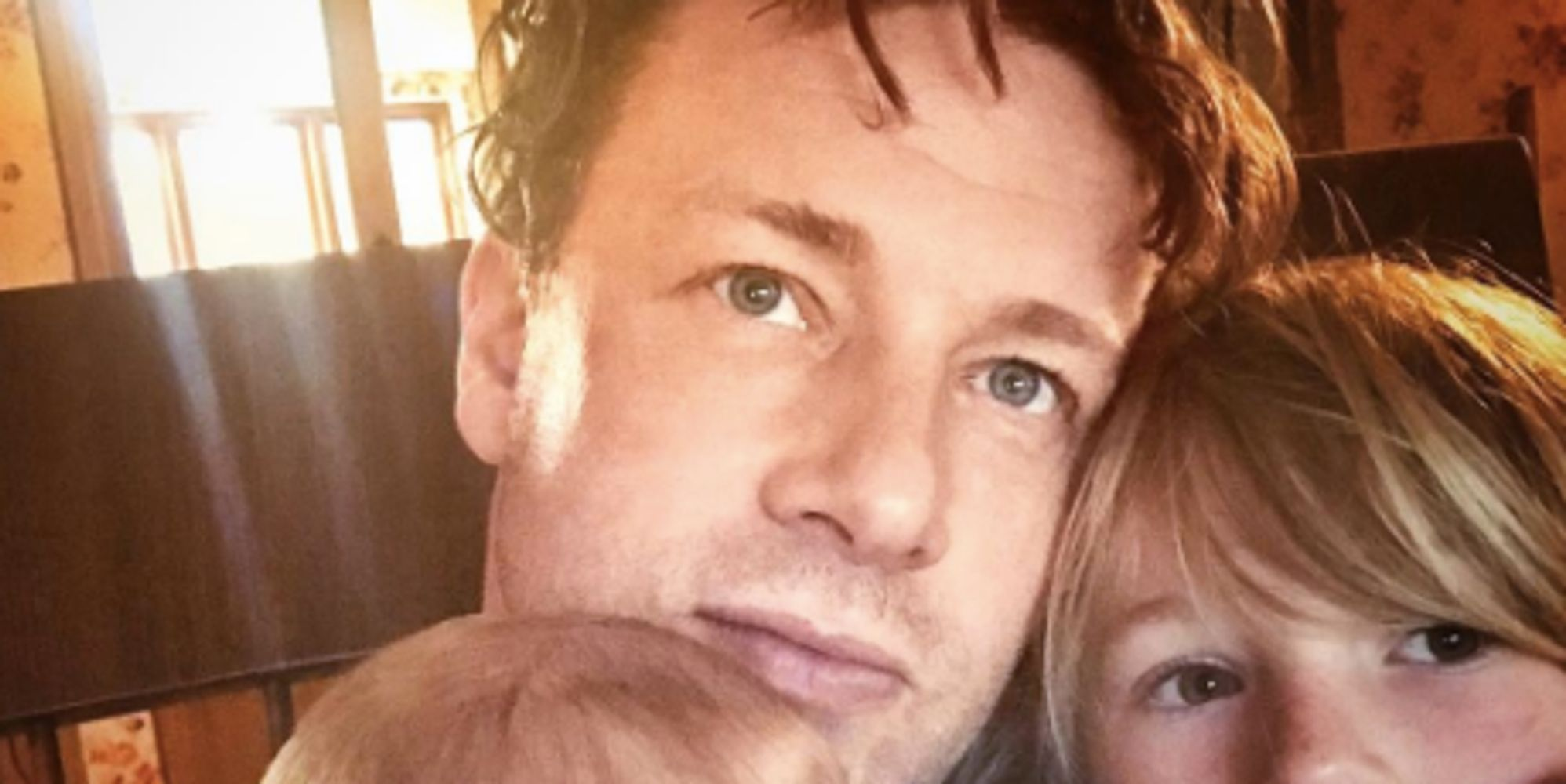 jamie oliver hilariously told off by his mum for putting son river rocket on the floor huffpost uk. Black Bedroom Furniture Sets. Home Design Ideas