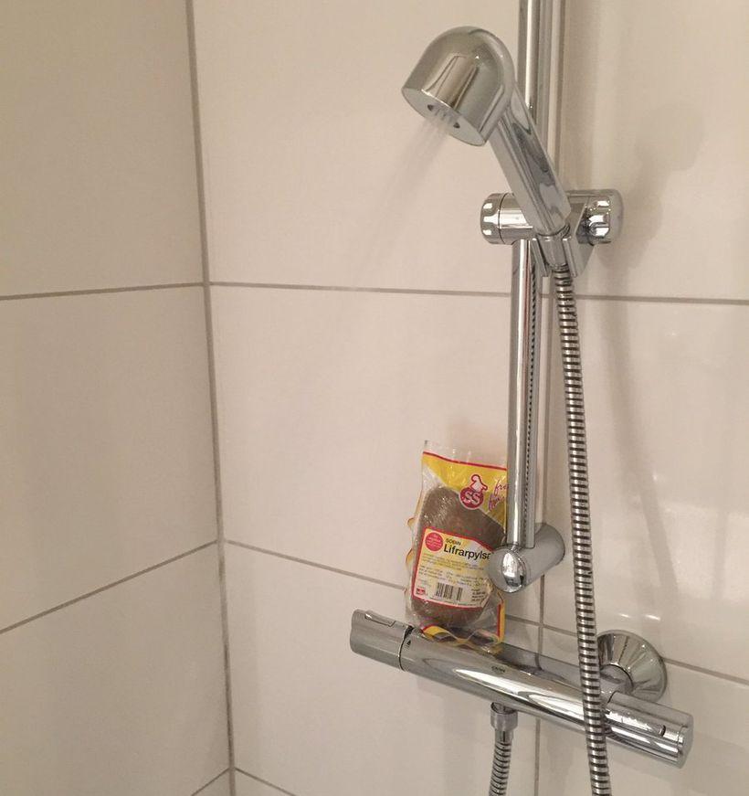 Lifrarpylsa in the shower