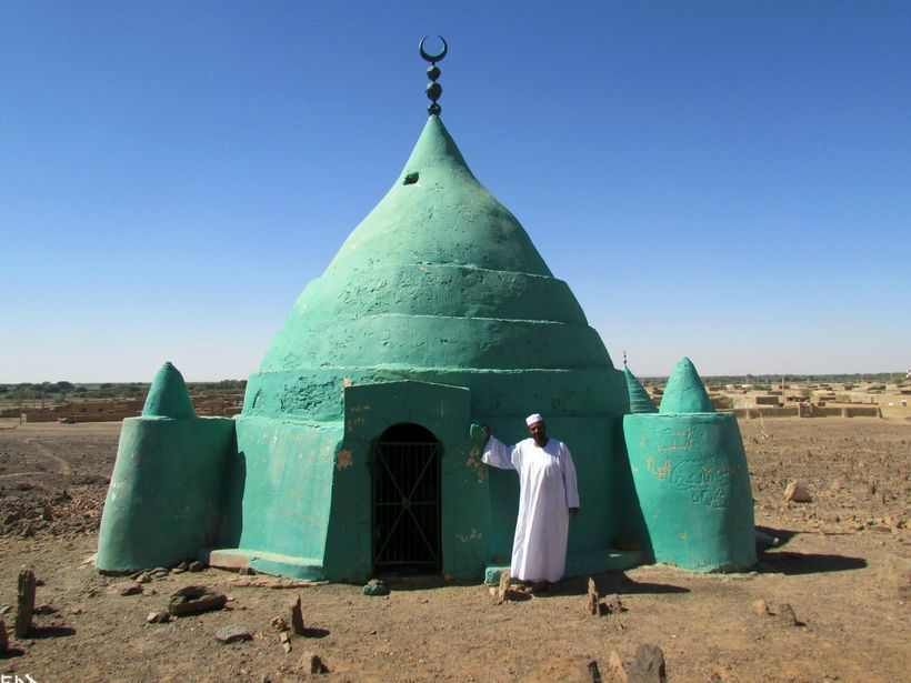 Visiting Sufi tombs in the desert