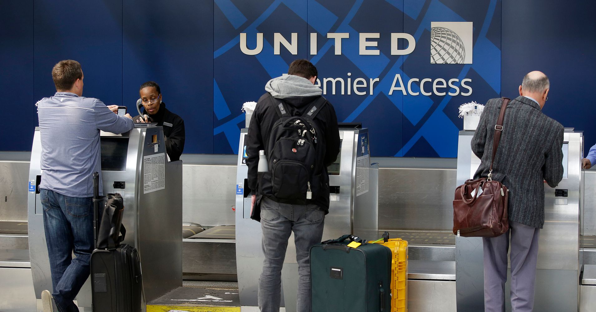 """New United Airlines Policy Scraps Last-Minute Boarding for Crew Members. """" d6bc1c4873b61"""