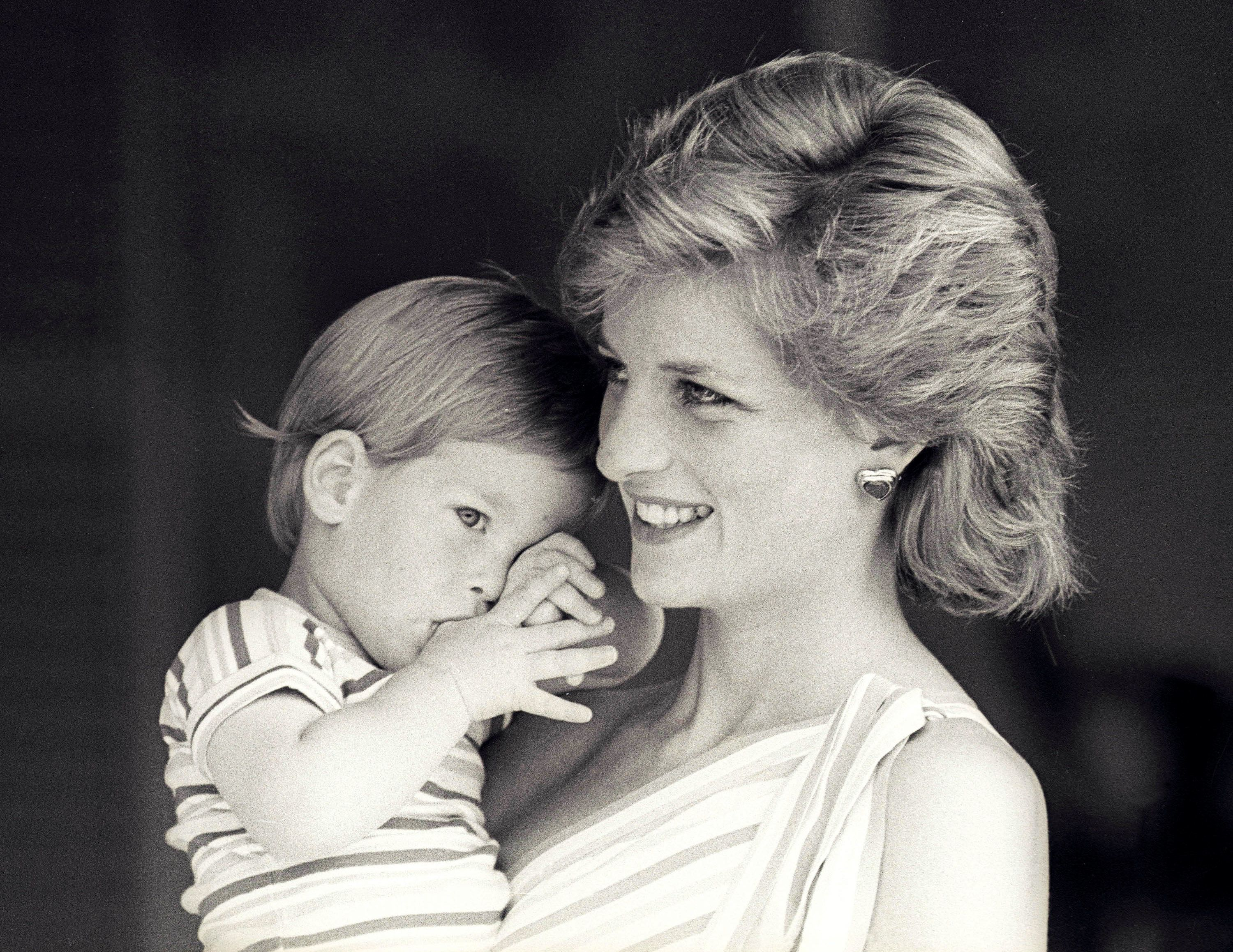 FILE PHOTO - Britain's Princess Diana holds Prince Harry during a morning picture session at Marivent Palace, where the Prince and Princess of Wales are holidaying as guests of King Juan Carlos and Queen Sofia, in Mallorca, Spain August 9, 1988.    REUTERS/Hugh Peralta/File Photo