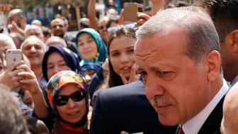 Turkish President Recep Tayyip Erdogan talks to supporters as he arrives at Eyup Sultan mosque in Istanbul, Turkey, April 17, 2017. REUTERS/Murad Sezer