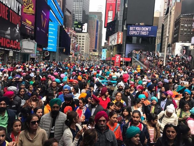 Hundreds Of Sikhs Tied Turbans On Strangers In Times Square This