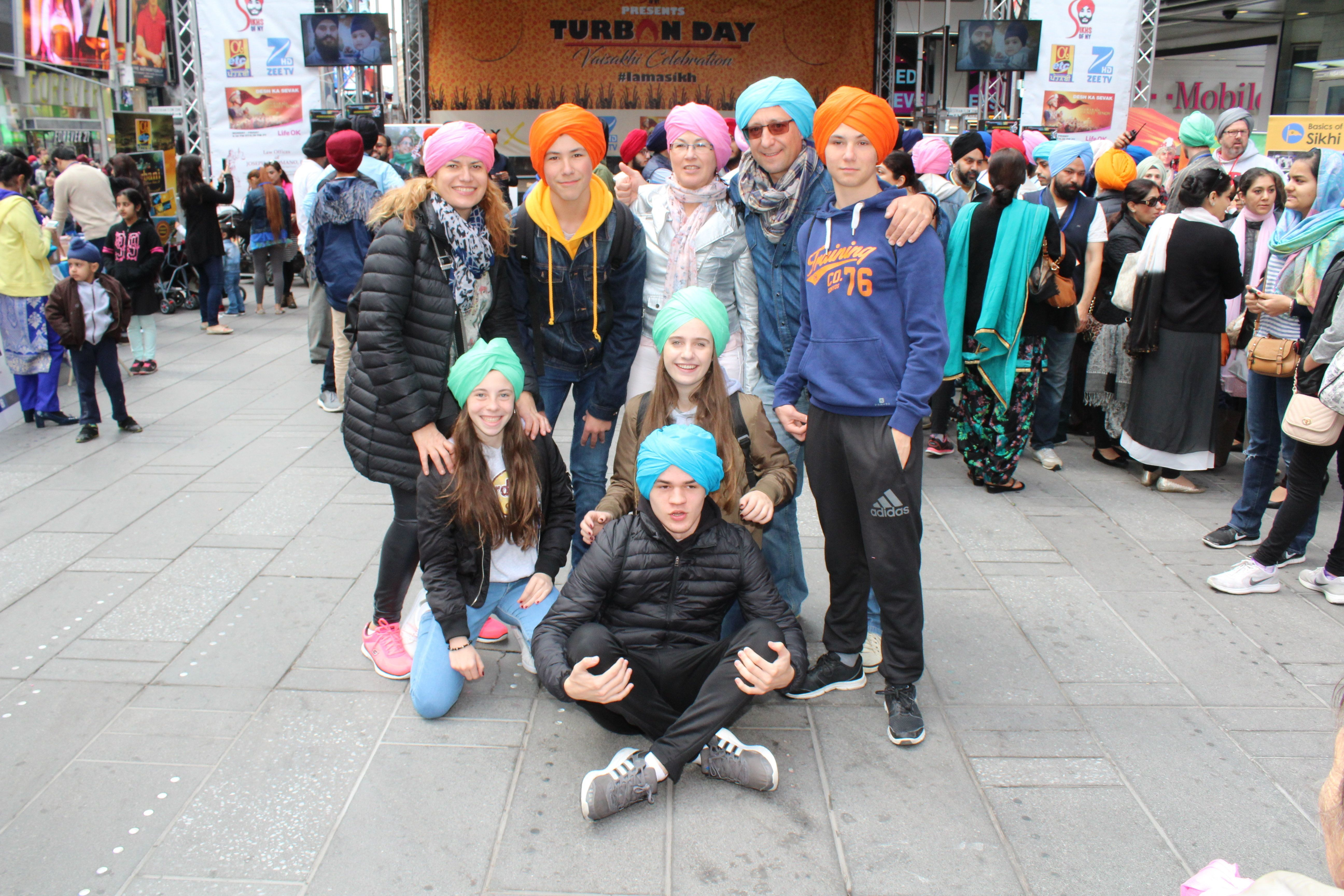 Volunteers tied turbans and educatedparticipantsabout the Sikh faith.