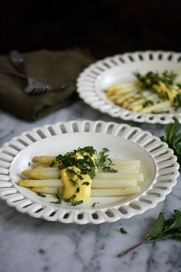 "<strong>Get the <a href=""http://feedmephoebe.com/2015/04/white-asparagus-recipe-with-herby-sabayon-sauce/"" target=""_blank"">Wh"