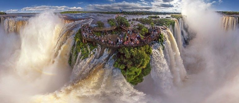 Iguazu falls, bordering Argentina and Brazil
