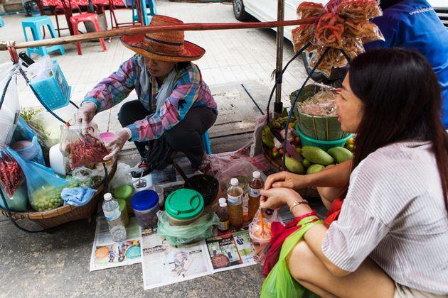 バンコクの屋台街、主要道路での営業禁止へ