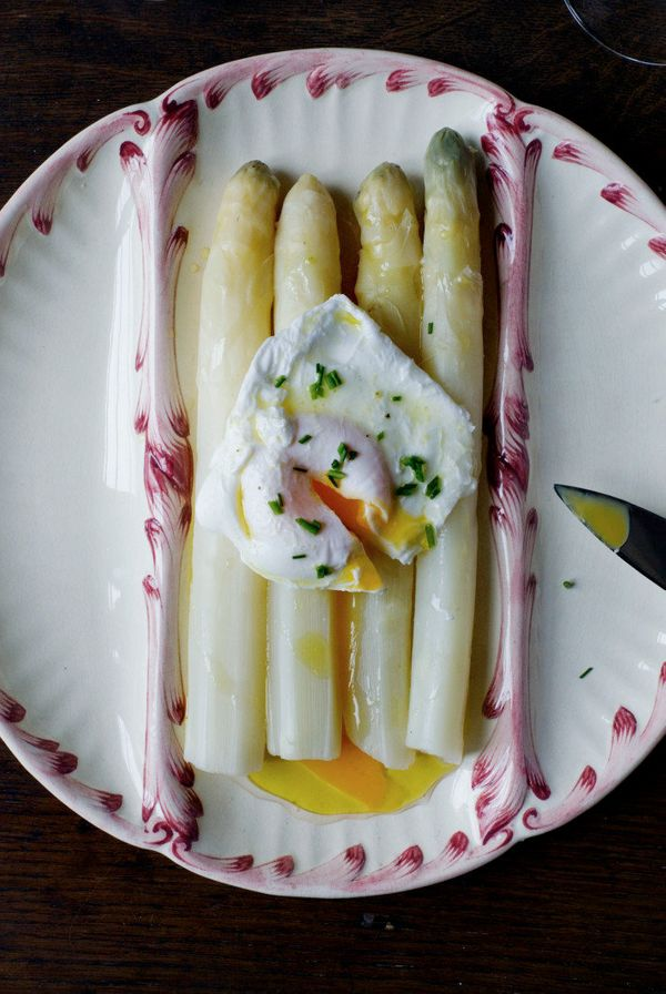 "<strong>Get the <a href=""http://mimithorisson.com/2013/04/11/all-about-asparagus/"" target=""_blank"">White Asparagus with Vinai"