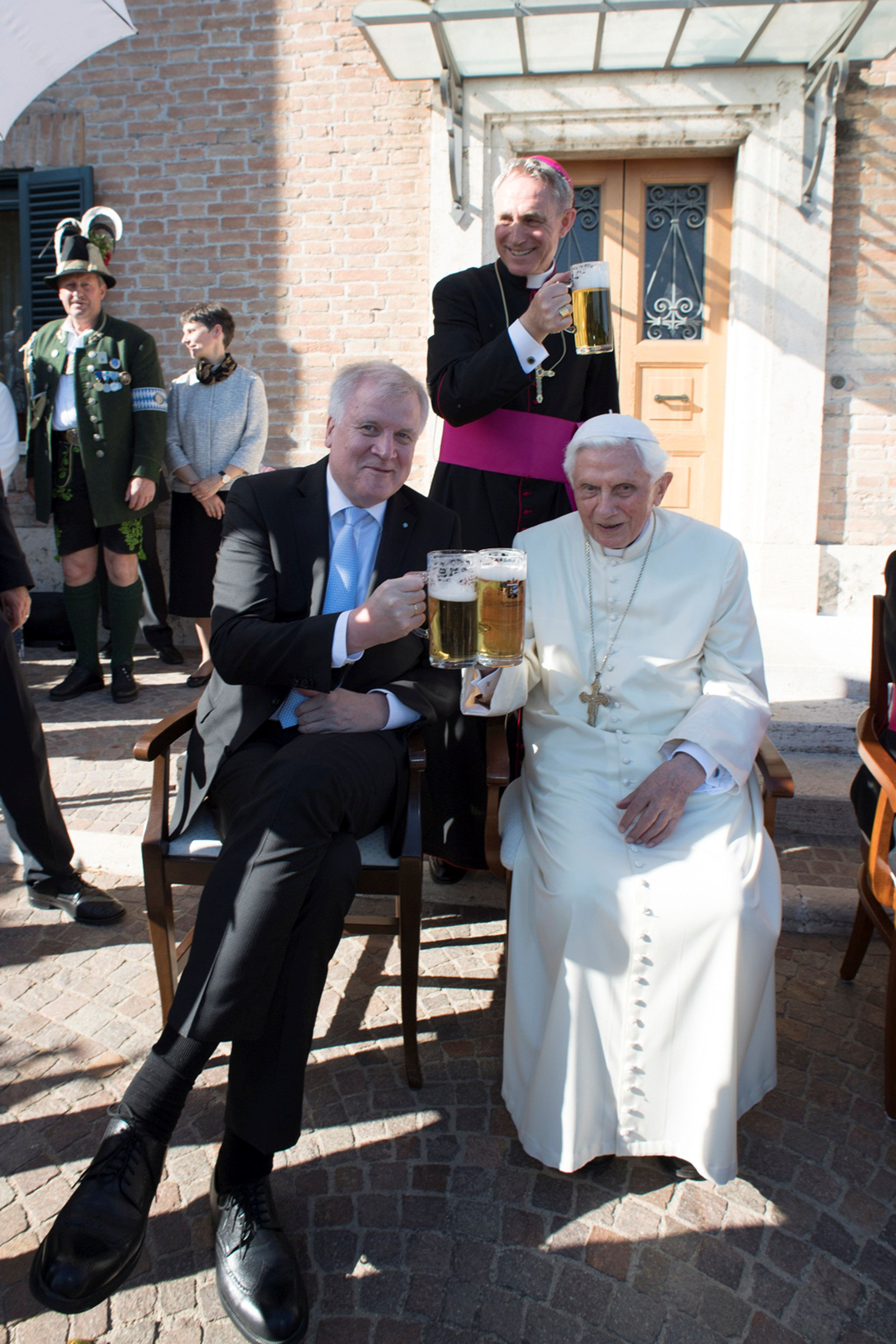 Emeritus Pope Benedict XVI toasts with a member of a German delegation at the Vatican April 17, 2017. Osservatore Romano/Handout via REUTERS ATTENTION EDITORS - THIS PICTURE WAS PROVIDED BY A THIRD PARTY. EDITORIAL USE ONLY. NO RESALES. NO ARCHIVE - RTS12OA1