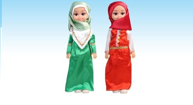 These Muslim dolls wear hijabi fashions and sing in Arabic about children loving their mothers.