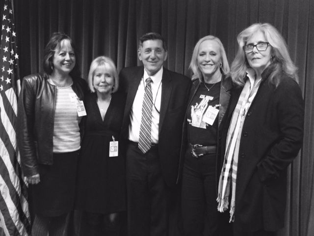 <p>Moms United Steering Committee Members with Director Botticelli 2015</p>