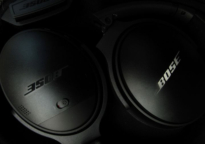 Bose wireless headphones are pictured in Encinitas, California, United States in this April 19, 2017 photo illustration. (REU
