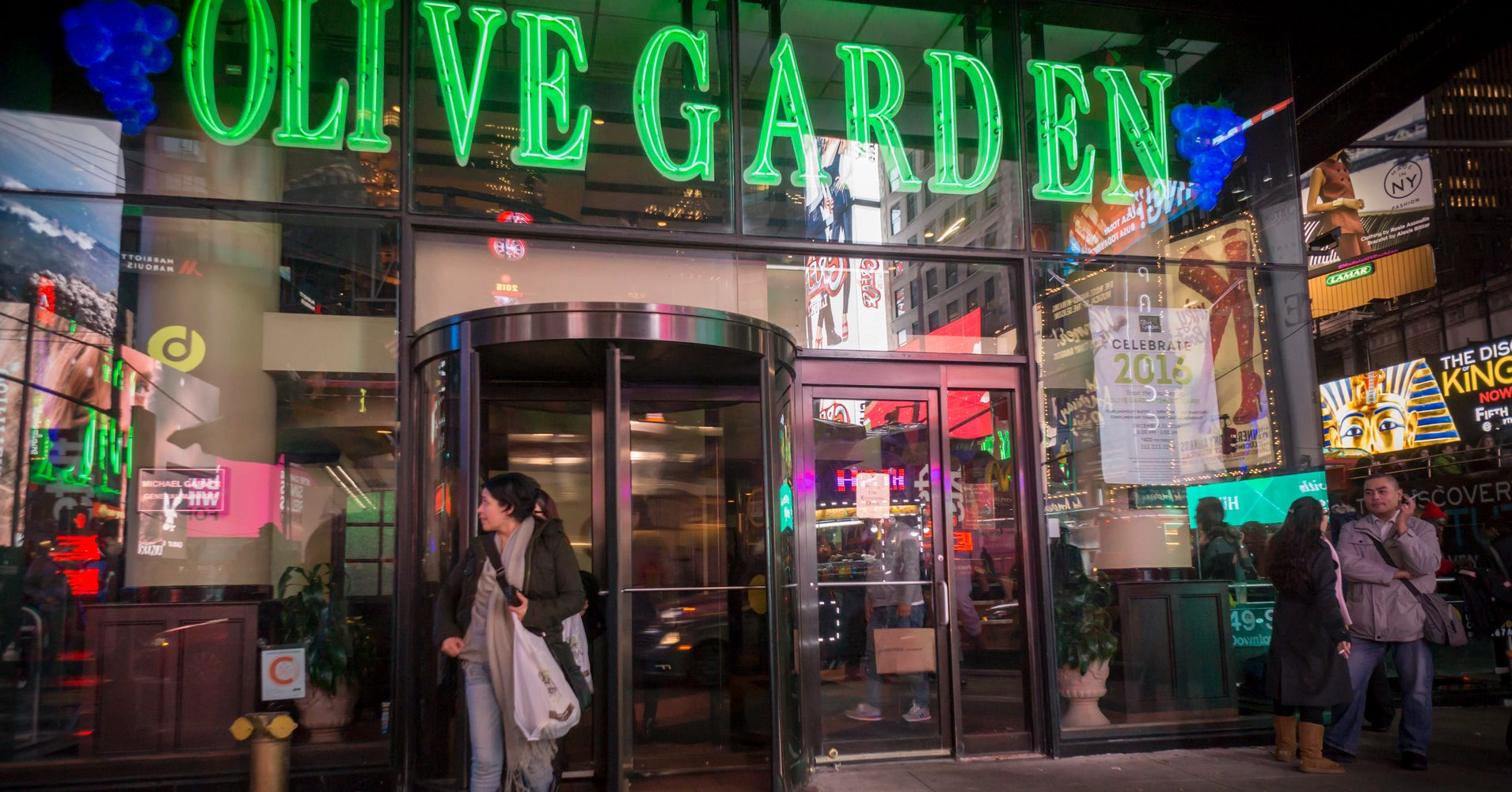 date with olive garden manager s date with an olive garden manager unearths secrets huffpost