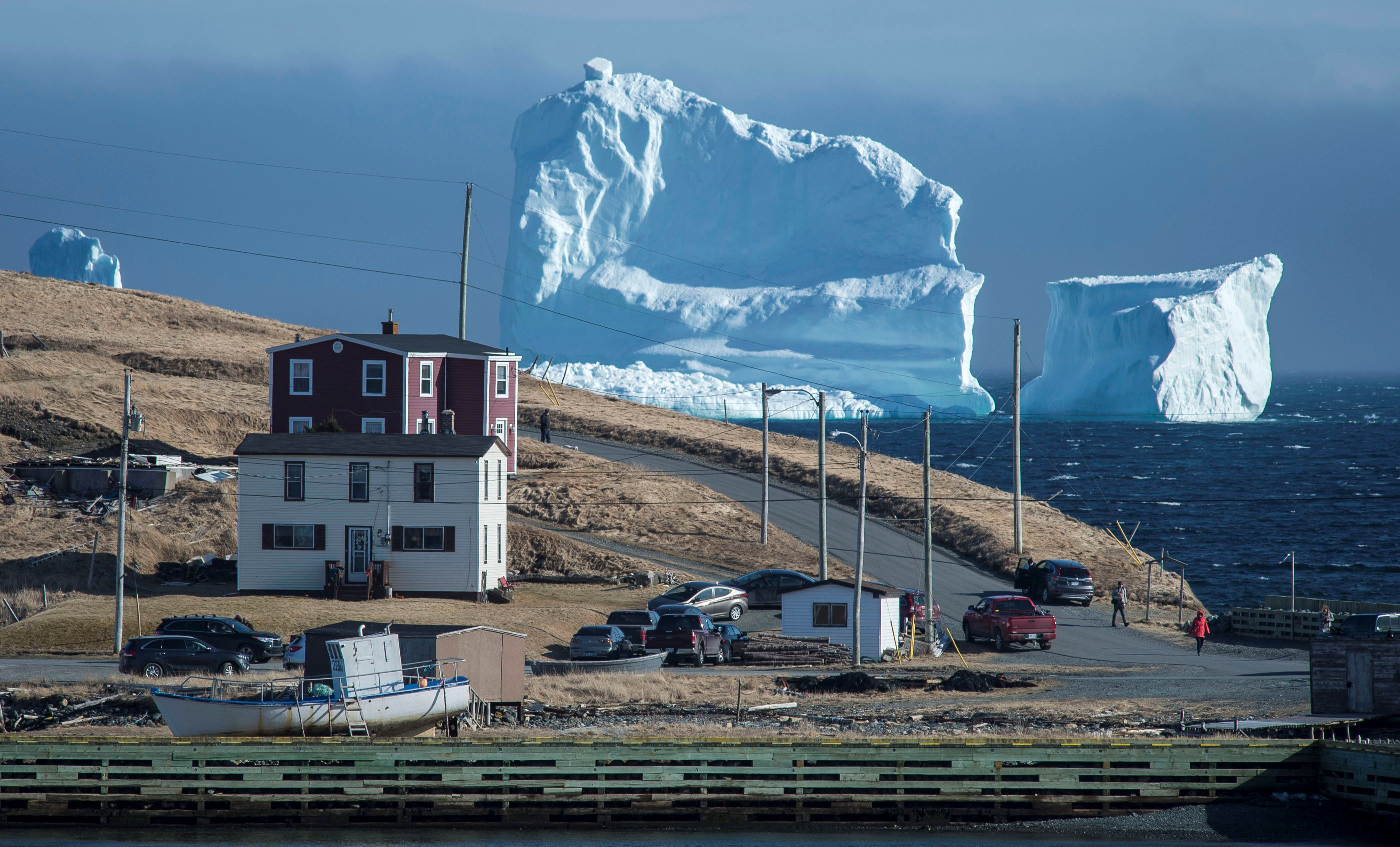 """Residents view the first iceberg of the season as it passes the South Shore, also known as """"Iceberg Alley"""", near Ferryland Newfoundland, Canada April 16, 2017. Picture taken April 16, 2017. REUTERS/Greg Locke  TPX IMAGES OF THE DAY"""