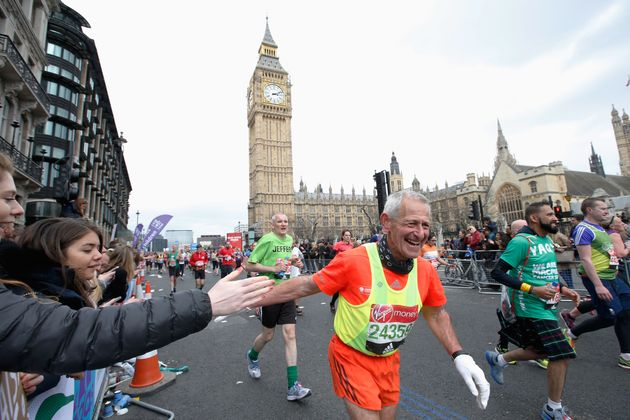 Thousands of Londoners turn out to support runners in the