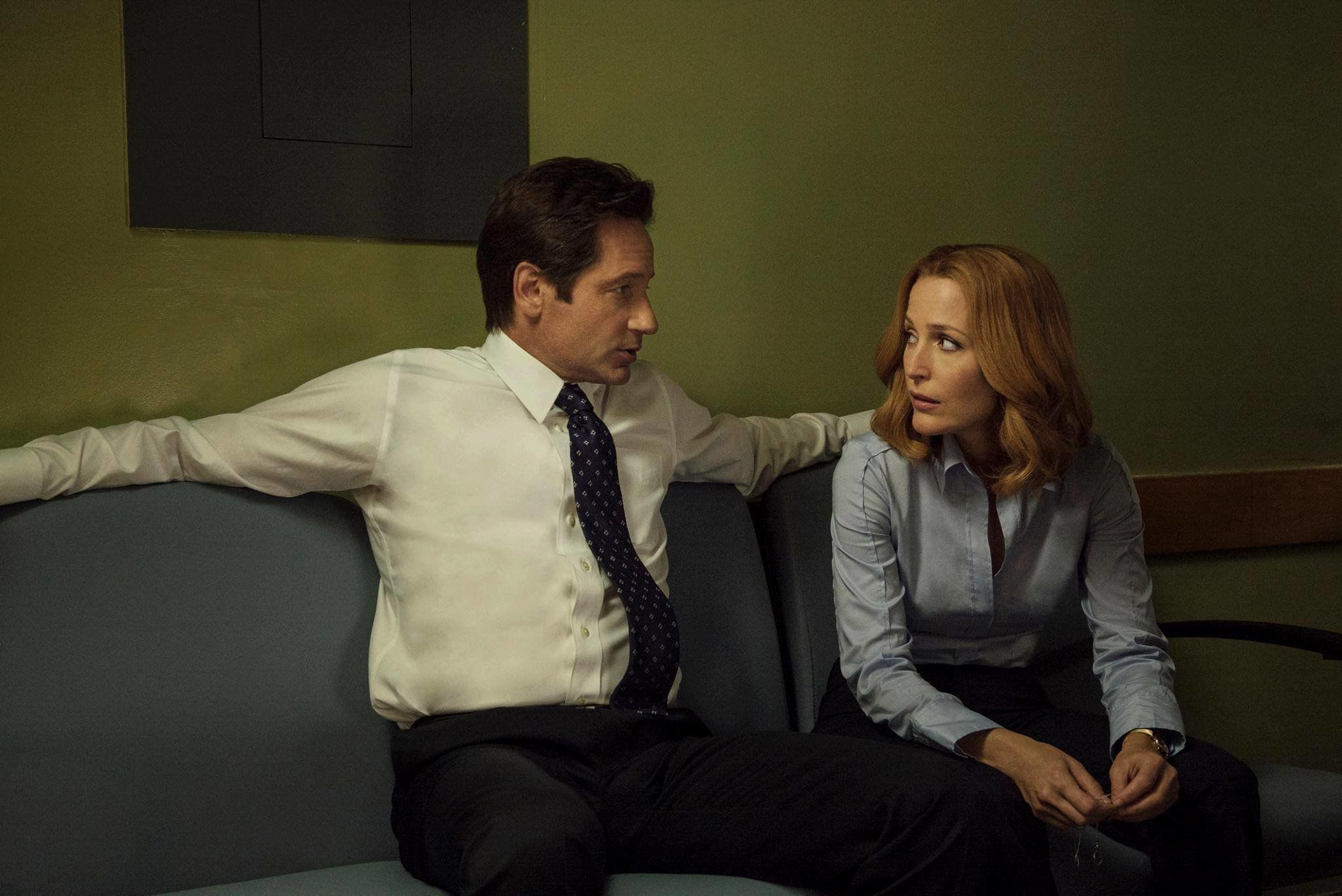 "David Duchovny and Gillian Anderson on ""The X-Files."""