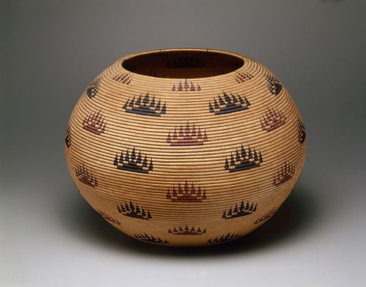 A basket bowl by Louisa Keyser, also known as Datsolalee (ca. 1829–1925), made in 1907 in Nevada.