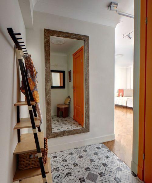 """<a rel=""""nofollow"""" href=""""https://www.houzz.com/photos/70227656/Moskovskaya-kvartira-v-35-m-kv-contemporary-entry-moscow"""" targe"""