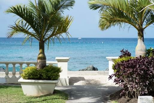 <em>Paths lead inward to hidden gardens and outward to the CRC Malecon along the beach. </em>