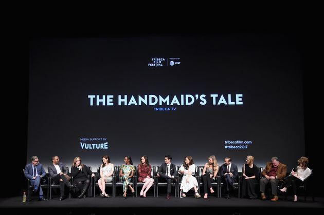 'The Handmaid's Tale' é inequivocamente uma história de, para e sobre