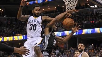 Apr 22, 2017; Memphis, TN, USA; Memphis Grizzlies guard Troy Daniels (30) and San Antonio Spurs forward Kawhi Leonard (2) fight for the rebound during the second half in game four of the first round of the 2017 NBA Playoffs at FedExForum. Memphis Grizzlies defeated the San Antonio Spurs 110-108 in overtime. Mandatory Credit: Justin Ford-USA TODAY Sports