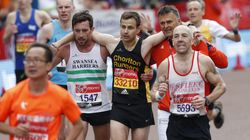 London Marathon Runner Helps Exhausted Athlete Over Finishing Line And It Was