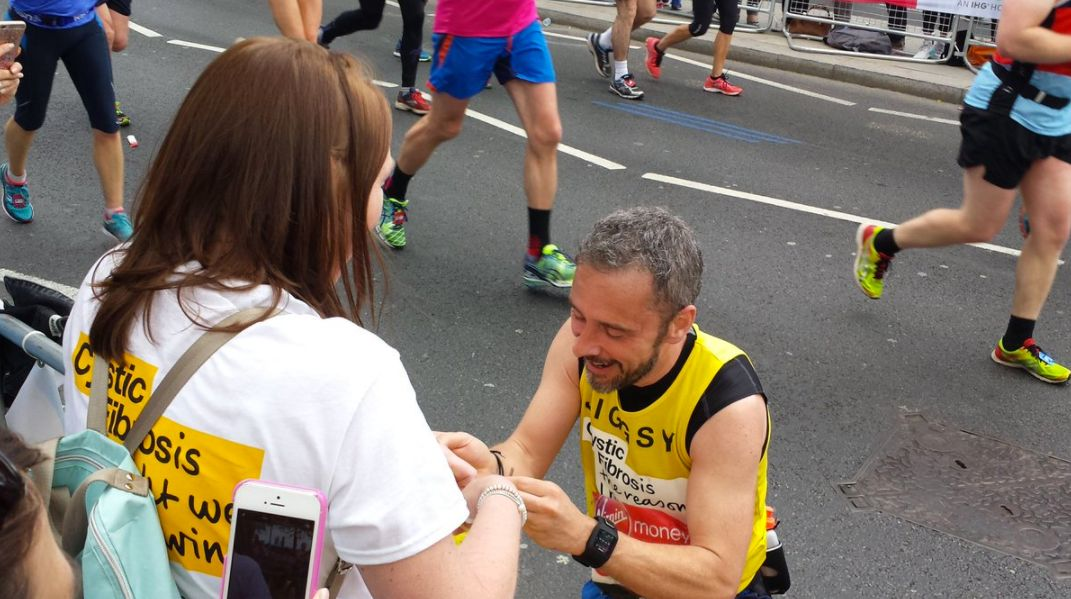 London Marathon Runner Proposes To Girlfriend Just Before The Finishing