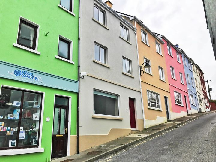 <p>Colourful houses in Roundstone</p>