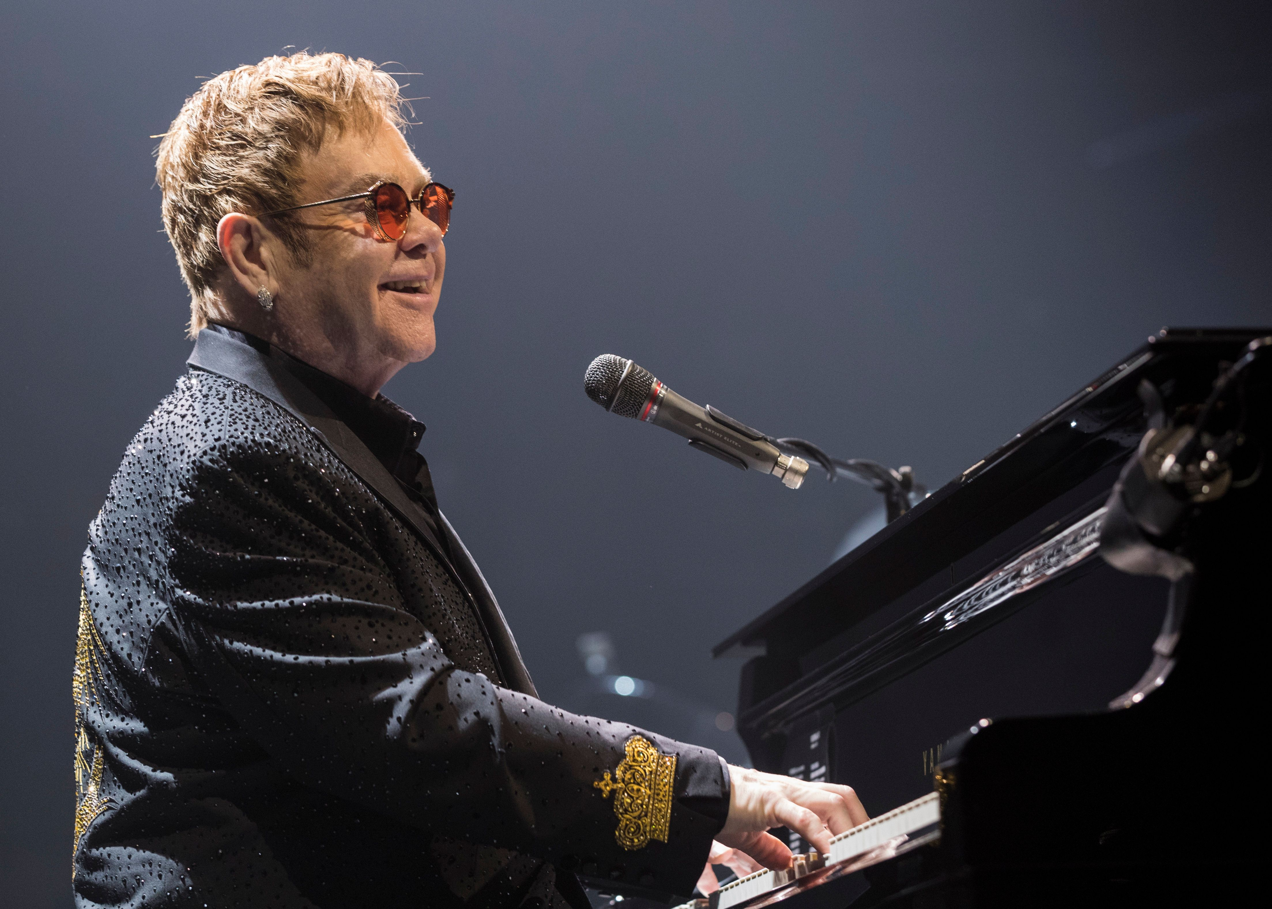 VICTORIA, BC - MARCH 11:  Elton John performs on stage at Save On Foods Memorial Centre on March 11, 2017 in Victoria, Canada.  (Photo by Andrew Chin/Getty Images)