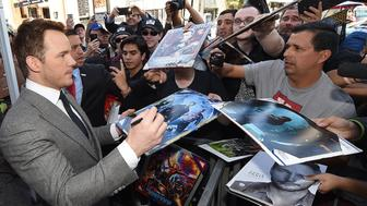 HOLLYWOOD, CA - APRIL 21:  Chris Pratt signs autographs for fans during the Hollywood Walk Of Fame event honoring him with a star on April 21, 2017 in Hollywood, California.  (Photo by Kevork Djansezian/Getty Images)