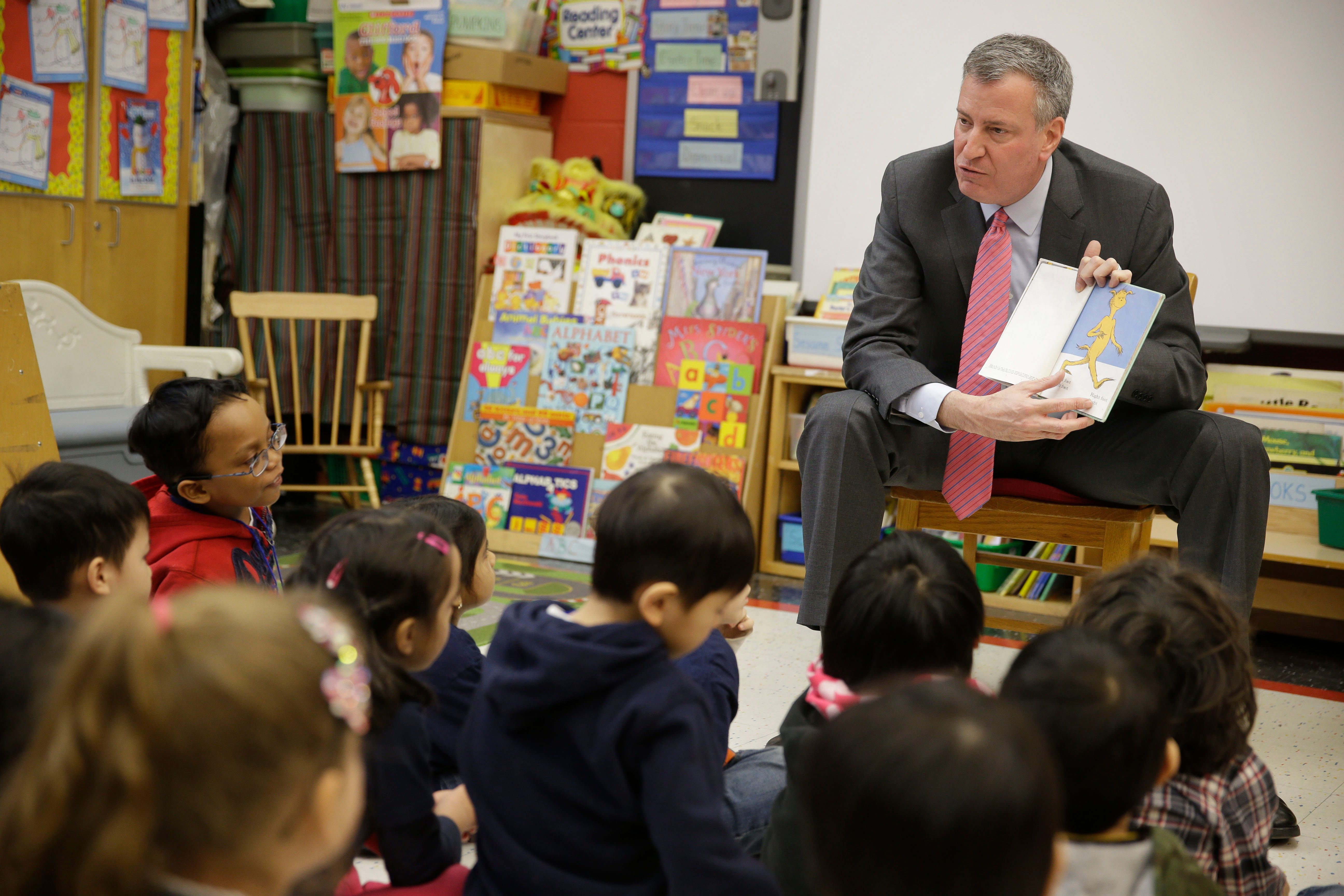 New York City Mayor Bill de Blasio reads to children in a pre-kindergarten class at P.S. 130 on February 25, 2014 in New York