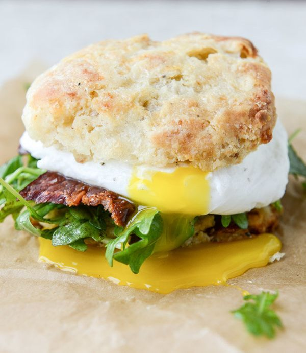 "<strong>Get the <a href=""http://www.howsweeteats.com/2015/04/havarti-breakfast-biscuits-with-jalapeno-bacon-and-arugula/"" tar"