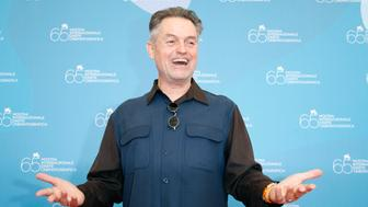 """U.S. director Jonathan Demme poses for photographers during a photocall at the Venice Film Festival September 3, 2008. """"Rachel Getting Married"""" by director Demme is shown in the competition at the Venice Film Festival. REUTERS/Denis Balibouse  (ITALY)"""