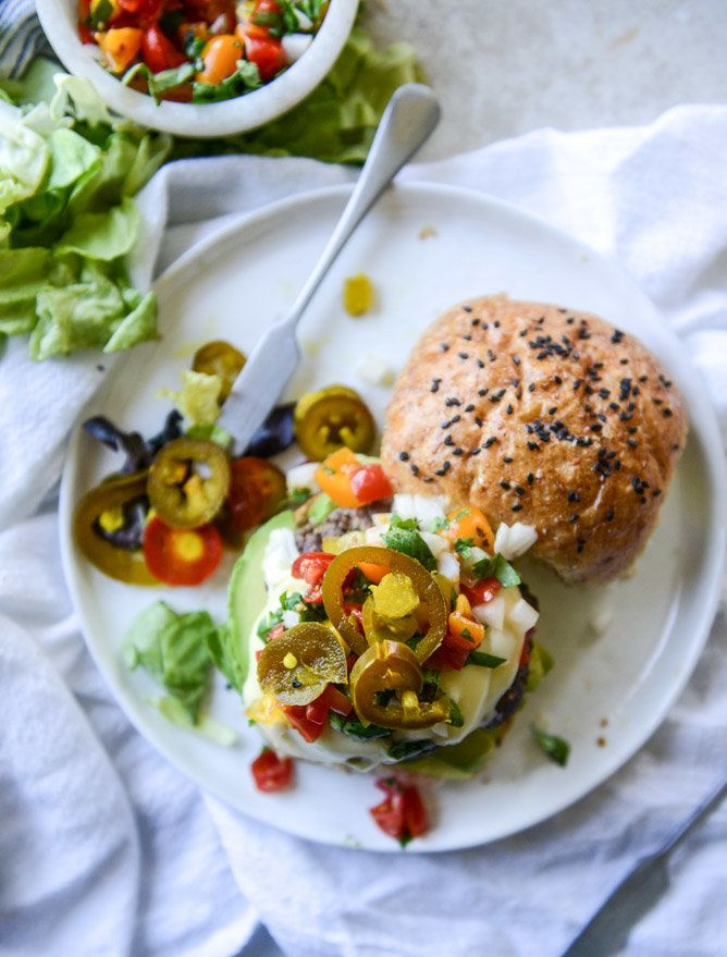"<strong>Get the <a href=""http://www.howsweeteats.com/2016/05/queso-cheese-burgers-with-avocado-and-pico-de-gallo/"" target=""_b"