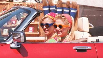 6/19/96 LOS ANGELES, CALIF. OSCAR WINNING ACTRESS MIRA SORVINO AND FRIENDS STAR LISA KUDROW STAR IN THE NEW FEATURE, ROMY AND MICHELLE. THIS PICTURES WERE TAKEN ON THE SET OF THE FILM