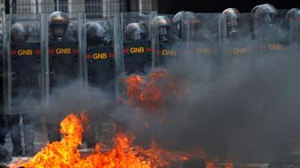 Riot police officers clash with opposition supporters during a rally against Venezuela's President Nicolas Maduro in Caracas, Venezuela April 26, 2017. REUTERS/Carlos Garcia Rawlins