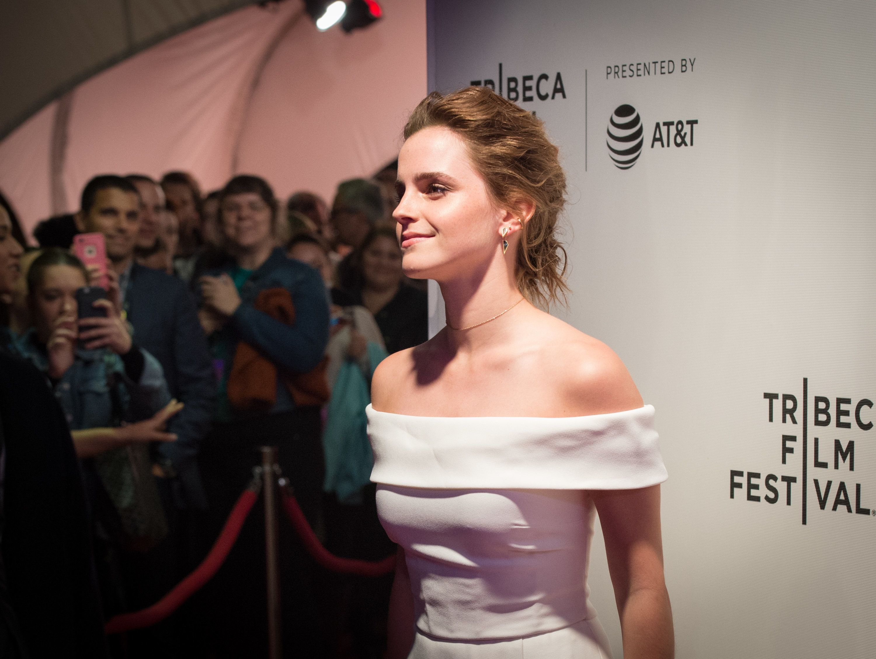 Emma Watson arrives to the World Premiere of 'The Circle' at the 2017 Tribeca Film Festival, April 26, 2017 in New York.  / AFP PHOTO / Bryan R. Smith        (Photo credit should read BRYAN R. SMITH/AFP/Getty Images)