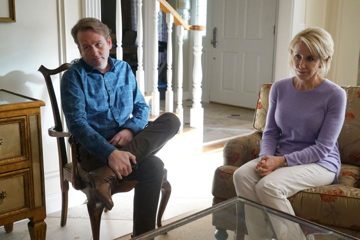 Carson and Jeanette Hesby, played by Dallas Roberts and Felicity Huffman.