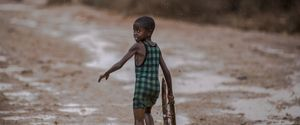 AFRICA POVERTY CIVILIANS AFRICAN RAIN HUNGER AID D