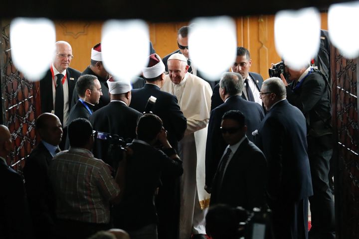 Pope Francis (C) is greeted by Muslim clerics during a visit at the prestigious Sunni institution Al-Azhar in Cairo on April
