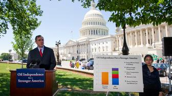 WASHINGTON, DC - June 29: Sen. Jeff Merkley, D-Ore., during a news conference on the West Front of the U.S. Capitol on legislation he is sponsoring that is aimed at eliminating U.S. dependence on overseas oil by 2030. At right is aide Sophia Yan, who holds a chart steady in the breeze. (Photo by Scott J. Ferrell/Congressional Quarterly/Getty Images)