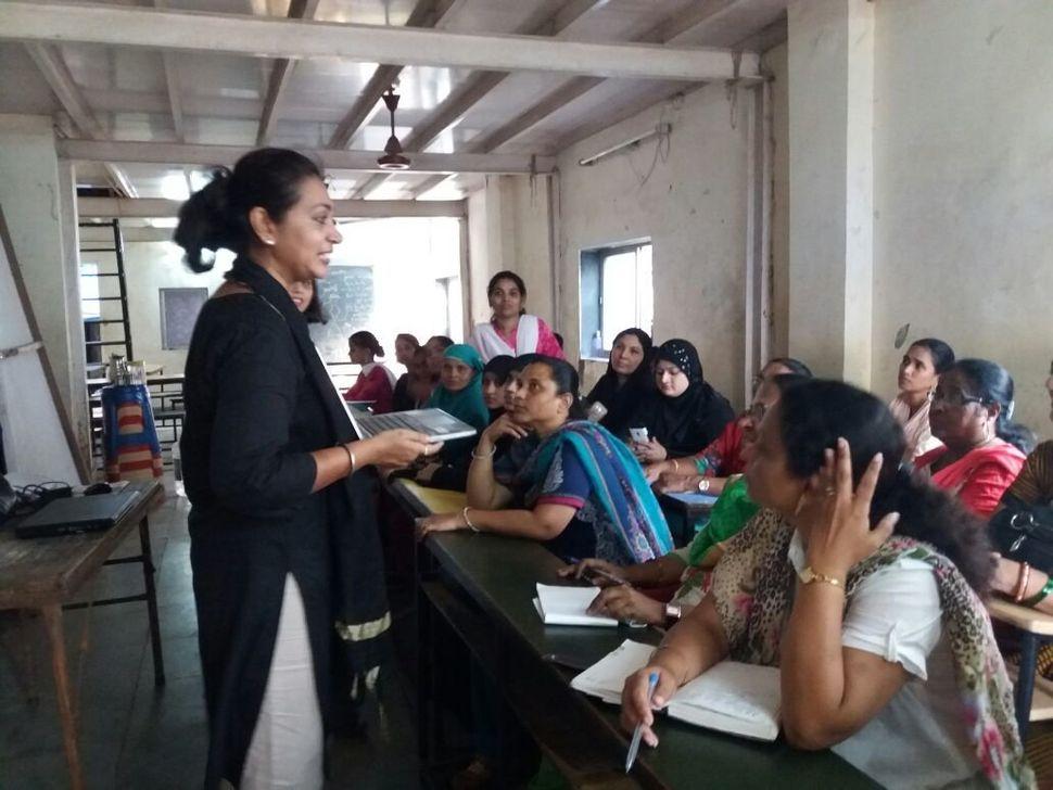 Insia Dariwala speaking about FGC and social norms at a workshop for Bharatiya Muslim Mahila Andolan (Indian Muslim Women's M