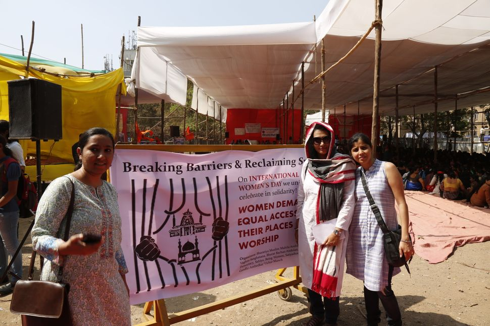 Aarefa Johari, Insia Dariwala and Shaheeda Tavawalla-Kirtane representing Sahiyo at a Womens Day event in 2016 in Mumbai Indi