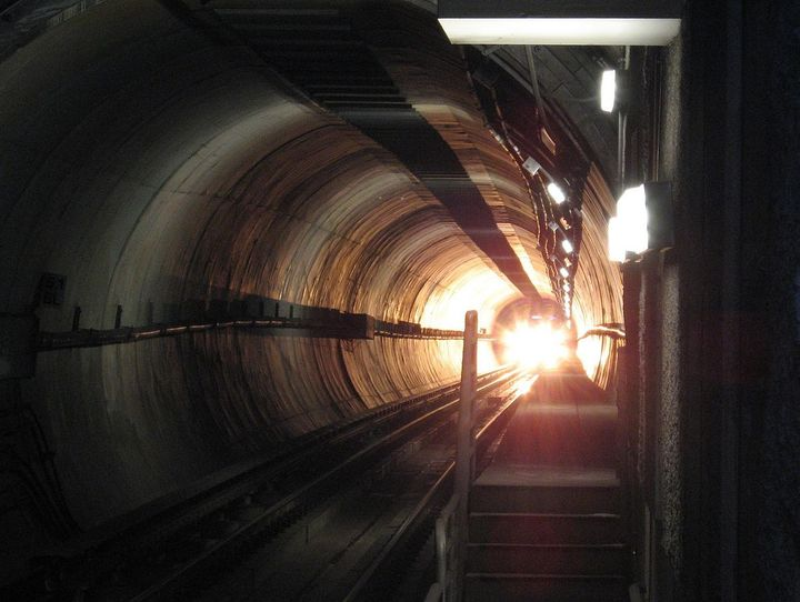 Self-made photo of the bright front light of a subway train in a tunnel approaching a station on the Los Angeles MTA Purple L