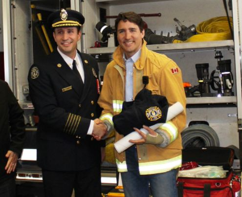 Justin Trudeau Wore A Firefighter Jacket And Twitter Users Now Need Hosing