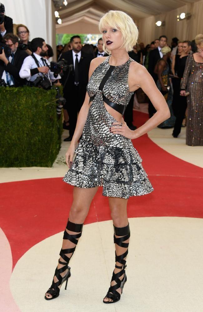<p>Taylor Swift In Louis Vuitton, 2016</p>